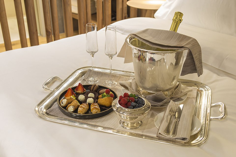 Room service - Grand Hotel Savoia